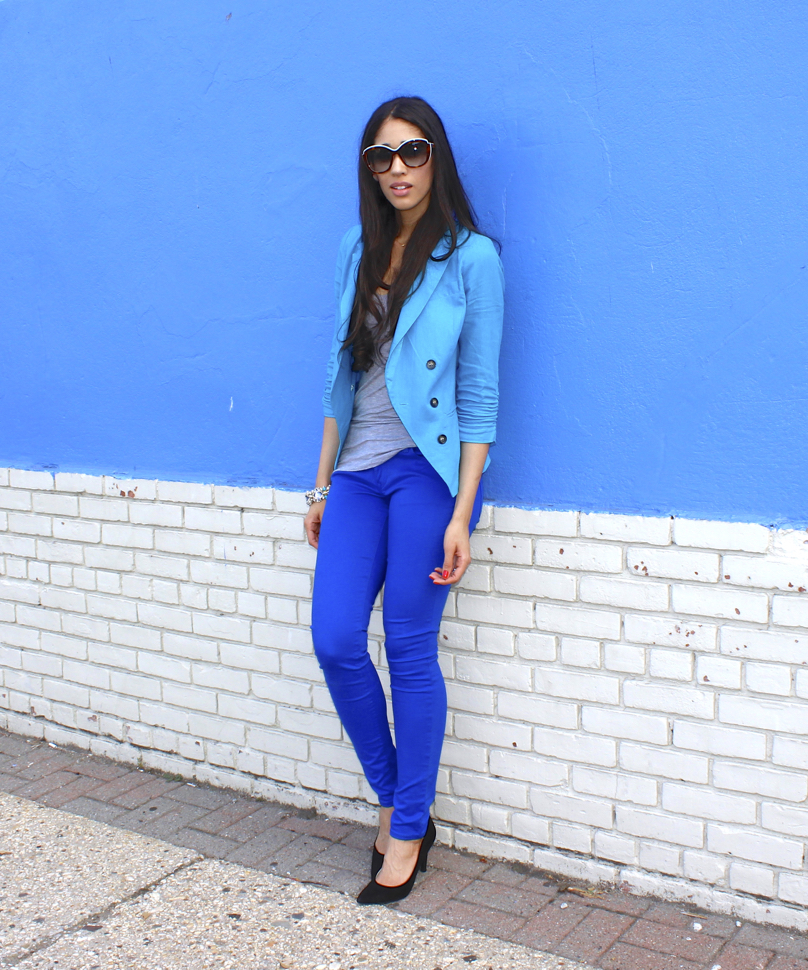 what to wear with blue trousers
